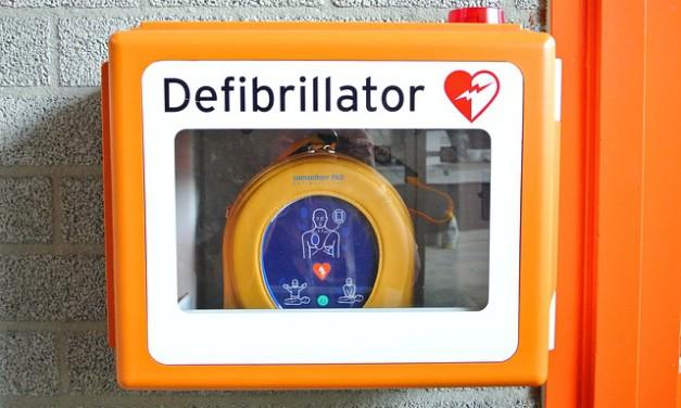 Les différents composants d'un défibrillateur automatique externe